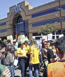Thousands gathered outside of Senator Dianne Fienstein's office (D-Calif.) April 10 in a rally to support immigration reform. (Jo Jamison, Citrus College Clarion)